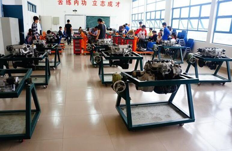 汽车电子技术专业 三,制冷工程技术实训基地 基地包括9个实训室:制冷